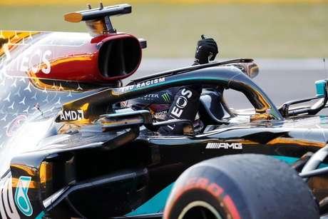 Lewis Hamilton festeja vitória no GP da Toscana