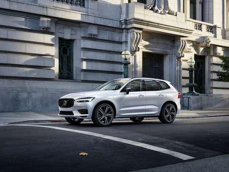 Carros híbridos plug-in da Volvo têm grandes descontos no Brasil esta semana.
