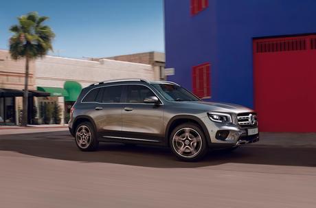 Novo Mercedes-Benz GLB: objetivo do carro é ser um SUV por fora e uma minivan por dentro.