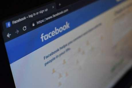 Tudo sobre Facebook Watch como assistir na TV, Celular, e PC / Kon Karampelas / Unsplash