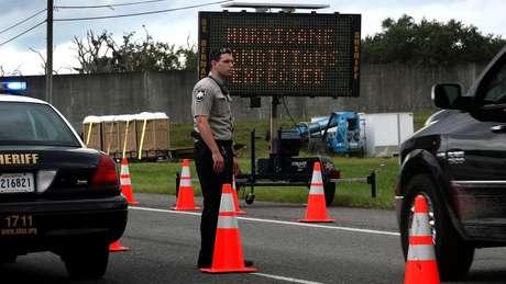 Autoridades americanas se preparam para a chegada do furacão Sally