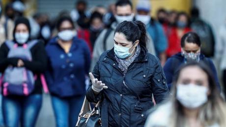 'A covid-19 veio para ficar e ela continuará a causar surtos ao longo do tempo até que a imunidade coletiva seja atingida. Assim, o público precisará (...) continuar praticando as melhores medidas de prevenção, incluindo usar máscaras', diz o pesquisador Hassan Zaraket