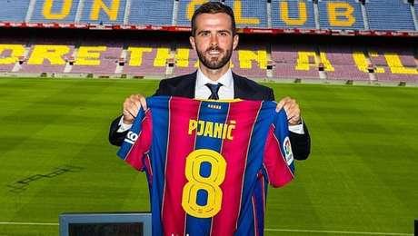 Pjanic vai jogar com a camisa 8 do Barcelona, número que já foi de Iniesta