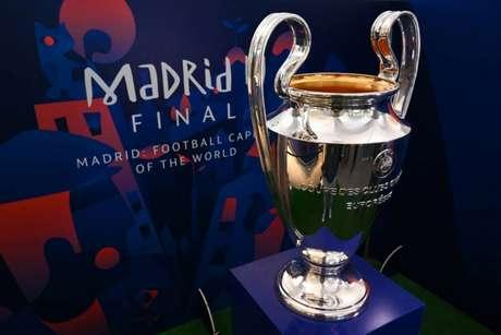Cinco times sonham em chegar à fase de grupos da Liga dos Campeões (Foto: GABRIEL BOUYS / AFP)