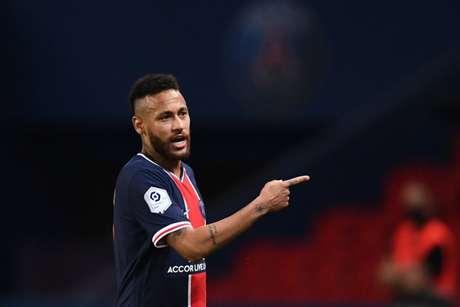 Neymar foi chamado de 'macaco' por zagueiro e acabou expulso (Foto: Franck Fife/AFP)