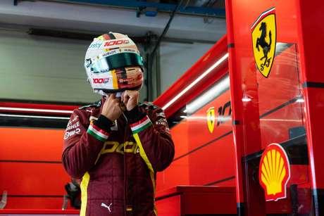 Sebastian Vettel teve mais uma difícil corrida na longa temporada de despedida da Ferrari