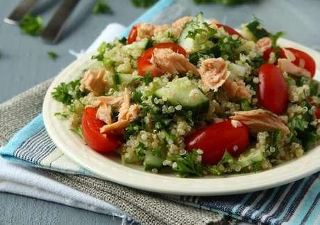 Guia da Cozinha - 7 saladas com atum para uma refeição leve e nutritiva