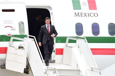 Presidente Enrique Peña Nieto recebe aeronave que foi comprada inicialmente pelo antecessor, Felipe Calderón