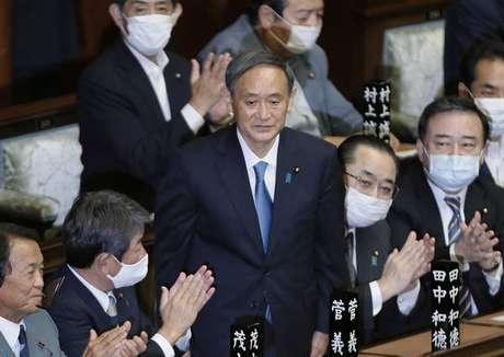 Yoshihide Suga assume o cargo de premier após Shinzo Abe renunciar