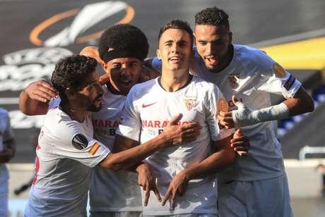 Reguilón foi um dos destaques do Sevilla, que conquistou a Liga Europa em 2019/20 (Foto: WOLFGANG RATTAY / AFP)