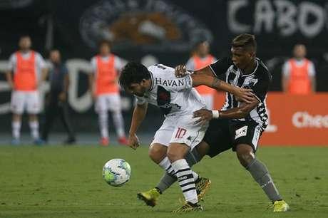 Carlos Rentería em ação contra o Vasco (Foto: Vítor Silva/Botafogo)