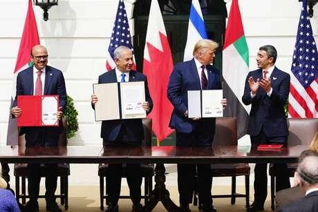 Bahrein e EAU firmaram os acordos com Israel na Casa Branca