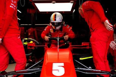 Brigando muito com o carro, Sebastian Vettel foi apenas o 17º colocado em Spa
