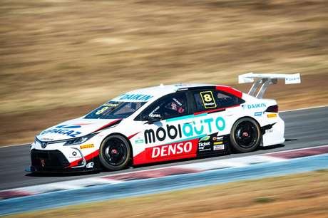 Em nova equipe, Rafael Suzuki andou com o novo carro da Toyota