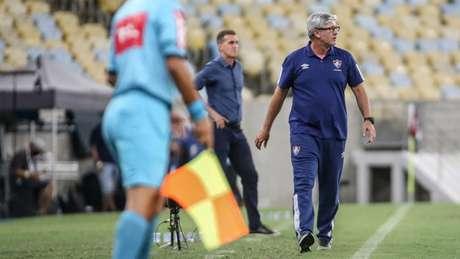 Odair à beira do campo no duelo contra o Atlético-GO (Lucas Merçon/Fluminense)