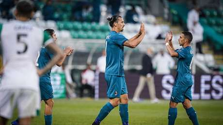 Ibra fez o primeiro gol da vitória contra o Shamrock Rovers (Divulgação/Milan)