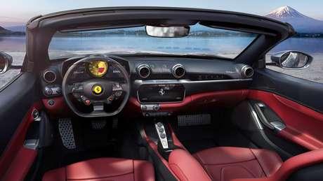 Interior do Ferrari Portofino M: esportividade e Manettino com modo Race.