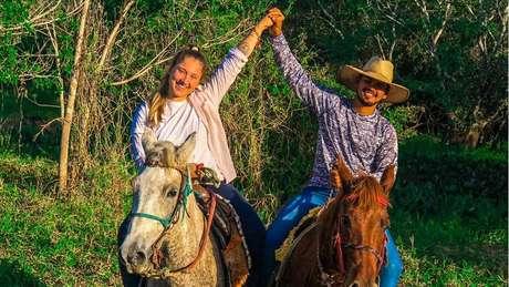 Eduarda e o noivo, o empresário João Paulo Macedo Falcão: os dois são voluntários no resgate a animais atingidos pelos incêndios