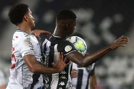 Vasco teve dificuldades com o jogo aéreo do Botafogo (Foto: Vítor Silva/Botafogo)