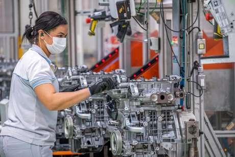 Linha de montagem dos motores Firefly: metade do que é produzido vai para exportação.