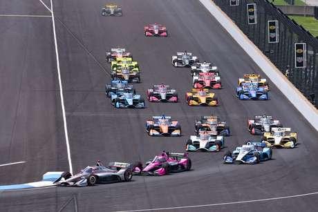 Largada do primeiro GP de Indianápolis da temporada, disputado em julho