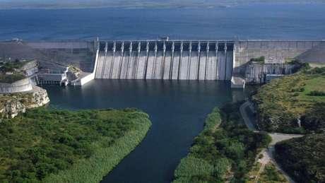 Agricultores acreditam que represas internacionais como Amistad, administrada de forma conjunta pelo México e pelos Estados Unidos, podem contribuir para suprir a falta de água