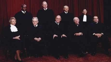 """Ginsburg (canto superior direito) disse que só queria fazer seu trabalho na Suprema Corte """"com o melhor"""" de sua capacidade"""