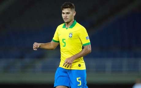 Bruno Guimarães (foto), assim como Douglas Luiz, ganha espaço por forte rendimento na retomada (Foto: Lucas Figueiredo/CBF)