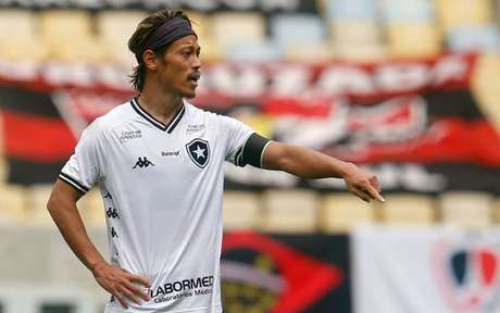 Keisuke Honda deve ser poupado (Foto: Vitor Silva/Botafogo)