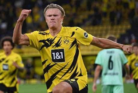 Haaland foi um dos destaques do Dortmund na partida (INA FASSBENDER / AFP)