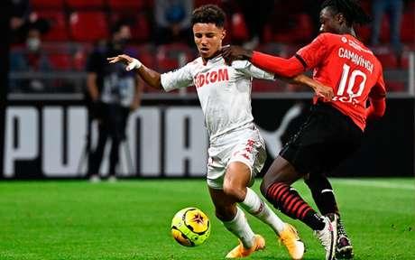 O camisa 10 Camavinga, do Rennes, em ação na partida contra o Monaco (Foto: Damien Meyer / AFP)
