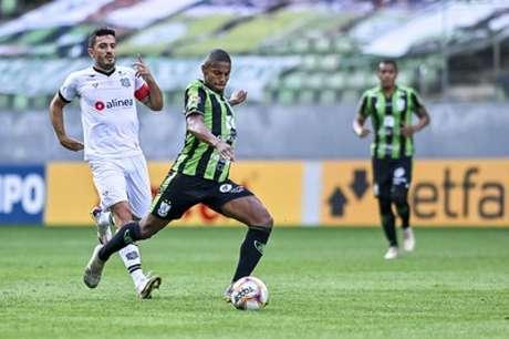 O América-MG mais uma vez não conseguiu se impor jogando no seu estádio e passou dificuldades diante do Figueira-(Mourão Panda/América-MG)