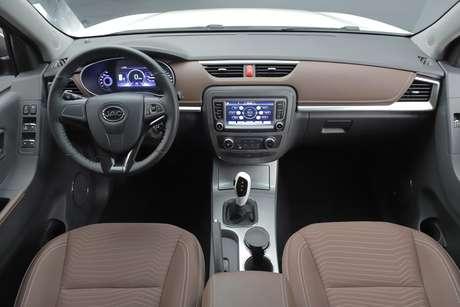 Interior da picape iEV330P foi adaptado para necessidades corporativas.