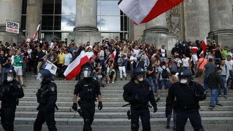 Cidadãos do Reich estavam entre as centenas de extremistas de direita e neonazistas que tentaram invadir o Reichstag (o prédio do parlamento federal em Berlim)