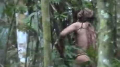 """Um vídeo borrado de 2018 é a imagem mais recente do """"Índio do Buraco"""", um indígena brasileiro que se acredita ser o único sobrevivente de uma tribo isolada."""