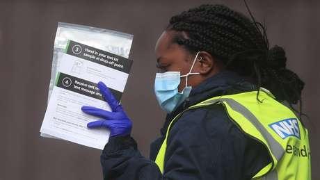 No sábado (19/09), o Reino Unido registrou mais 4.422 novos casos de covid-19 e 27 mortes.