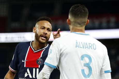 Neymar e Álvaro discutem em partida PSG x Olympique pelo Campeonato Francês