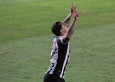 O jogador Vinícios comemora gol durante a partida entre Bragantino Red BUll e Ceará , na cidade Bragança Paulista, Estádio Nabi Abi Chedid, válido pelo Campeonato Brasileiro 2020 série A ,neste sábado, 19