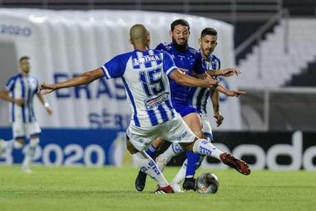 O Cruzeiro teve uma noite de muitas dificudades em Maceió, contra o CSA e foi derrotado mais uma vez-(Bruno Haddad/Cruzeiro)