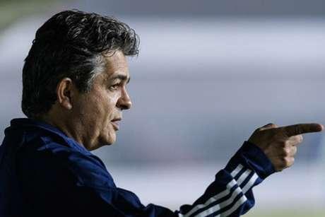 Ney Franco lamentou as falhas e pediu que  time jogasse mais-Gustavo Aleixo/Cruzeiro)