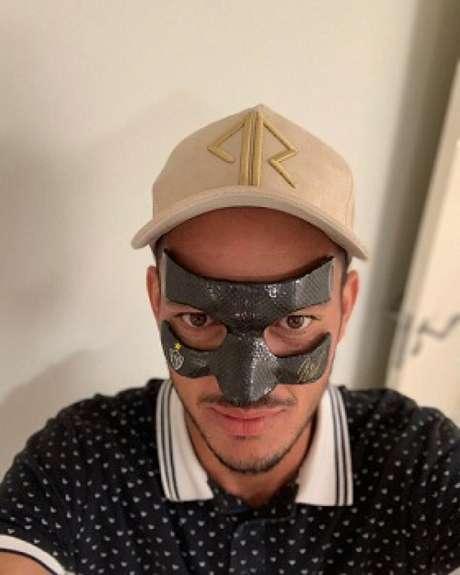 """Réver já postou uma foto """"mascarado"""" em sua conta no Instagram-(Reprodução Instagram/Réver)"""