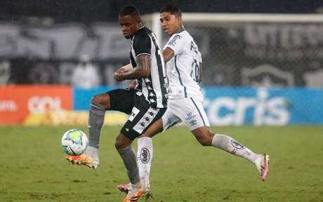 Benevenuto em ação pelo Botafogo (Foto: Vítor Silva/Botafogo)