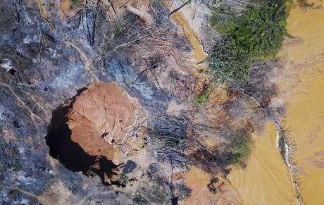 Vista aérea de garimpo na Amazônia 02/08/2017 REUTERS/Nacho Doce