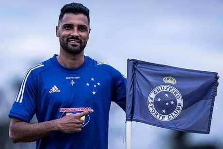 Giovanni compoerá a lateral-esquerda com o jovem Matheus Pereira-(Gustavo Aleixo/Cruzeiro)