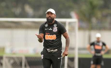 Dyego Coelho não deve mexer na escalação do sistema defensivo (Foto: Rodrigo Coca/Ag. Corinthians)