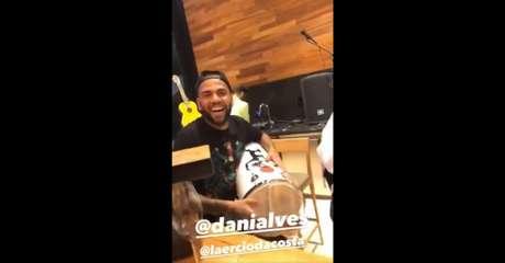Vídeo com Daniel Alves caiu na internet (Imagem: Reprodução de internet)
