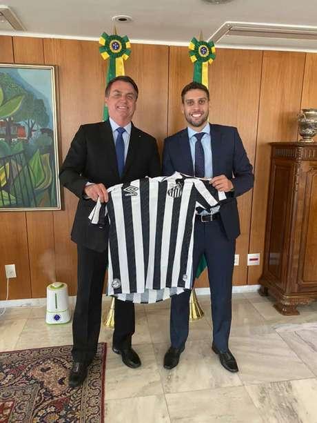 Matheus Rodrigues representou o Santos FC em encontro com o presidente da República (Foto: Reprodução)