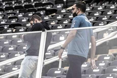 """Matheus Rodrigues e Pedro Doria são os """"braços direito"""" do presidente Peres (Foto: Ivan Storti/Santos FC)"""