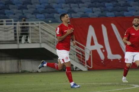 Zé Eduardo tem dez gols na temporada e pode ser uma novidade no Cruzeiro-(Divulgação/América-RN)