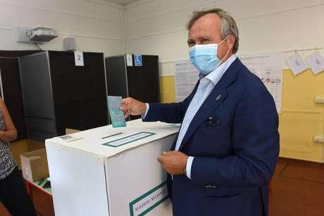 Luigi Brugnaro aparece com 49,5% a 53,5% dos votos